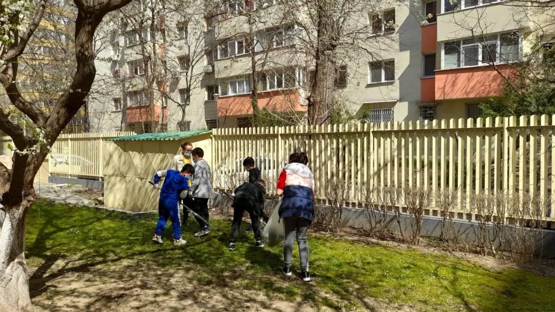 """Curățenie de primăvară alături de copiii de la Centrul de Zi """"Pinocchio"""""""